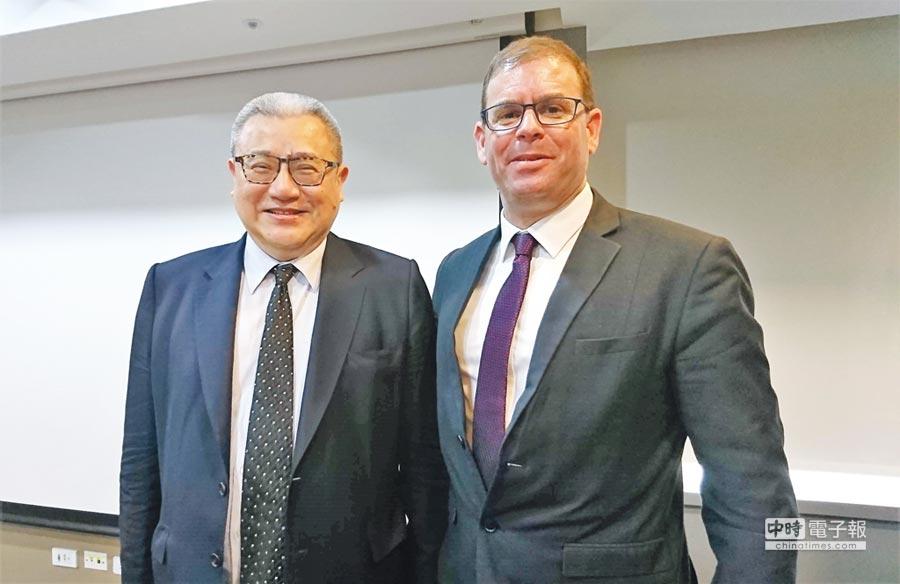 藍濤亞洲總裁黃齊元(左)與以色列頂級資安加速器IdealityRoads執行長 Oren Gershtein。圖/陳碧芬攝