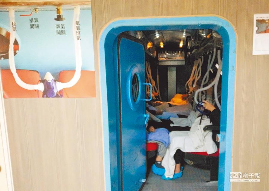 高壓氧治療應用多元,台北榮總新竹分院具有設備,可用於腦缺氧、腦中風、糖尿病肢端潰瘍、腦功能退化等方面治療。(莊旻靜攝)