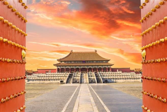 近日又有男童在北京故宮公然撒尿。(圖/shutterstock)