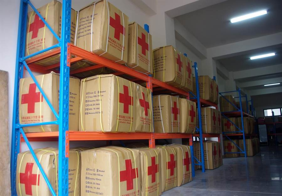 花蓮備災中心備有近千人份賑濟物資,災時可即時投入救援。(許家寧攝)
