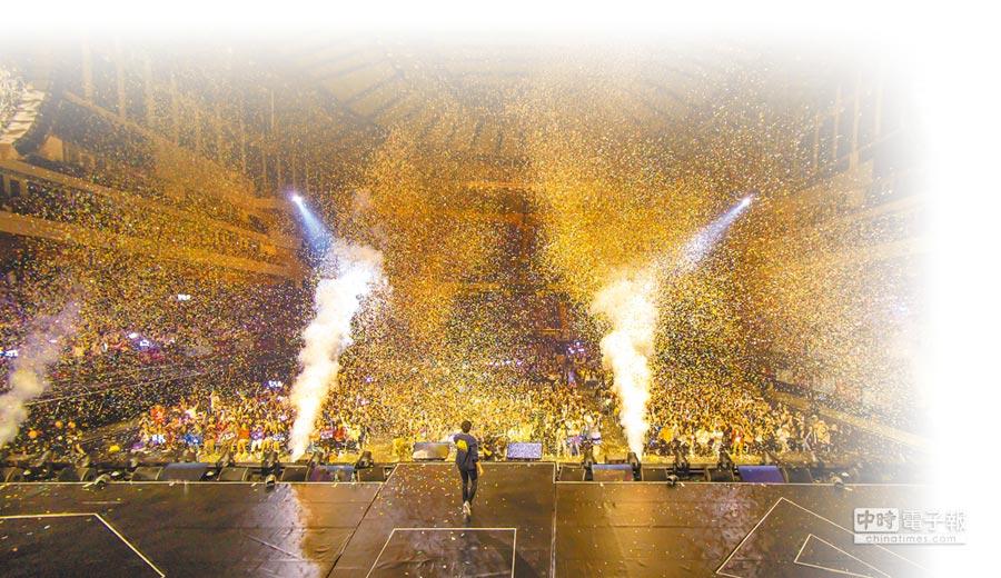 JJ一連4天在小巨蛋開唱,場場爆滿。