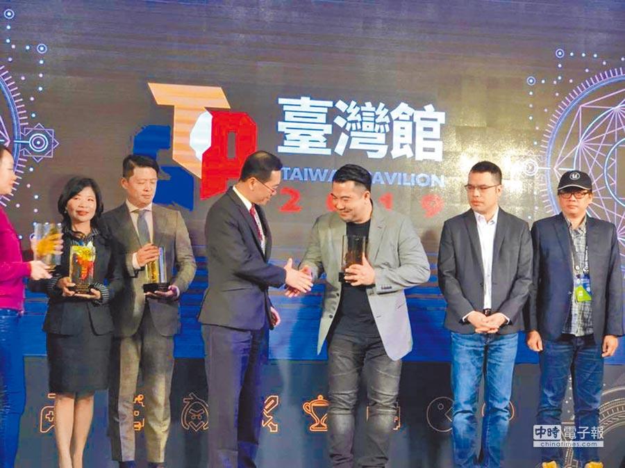 必揚實境科技獲得「經濟部數位內容產品獎年度最佳產品獎」。圖片提供學習王科技