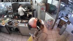 影》「菜不好吃!」 怪女闖自助餐店灑不明粉末
