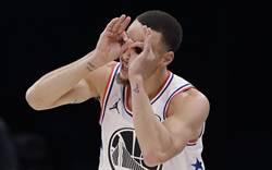 NBA》雙手反扣雪恥 柯瑞:我救贖了自己