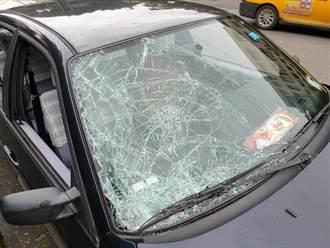 趕公車?7旬兄妹闖紅燈 公墓前遭92歲翁駕車撞斃