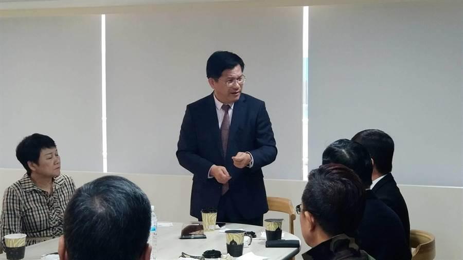 林佳龍對談高雄觀光業者 拚庶民經濟賺大錢。(柯宗緯攝)