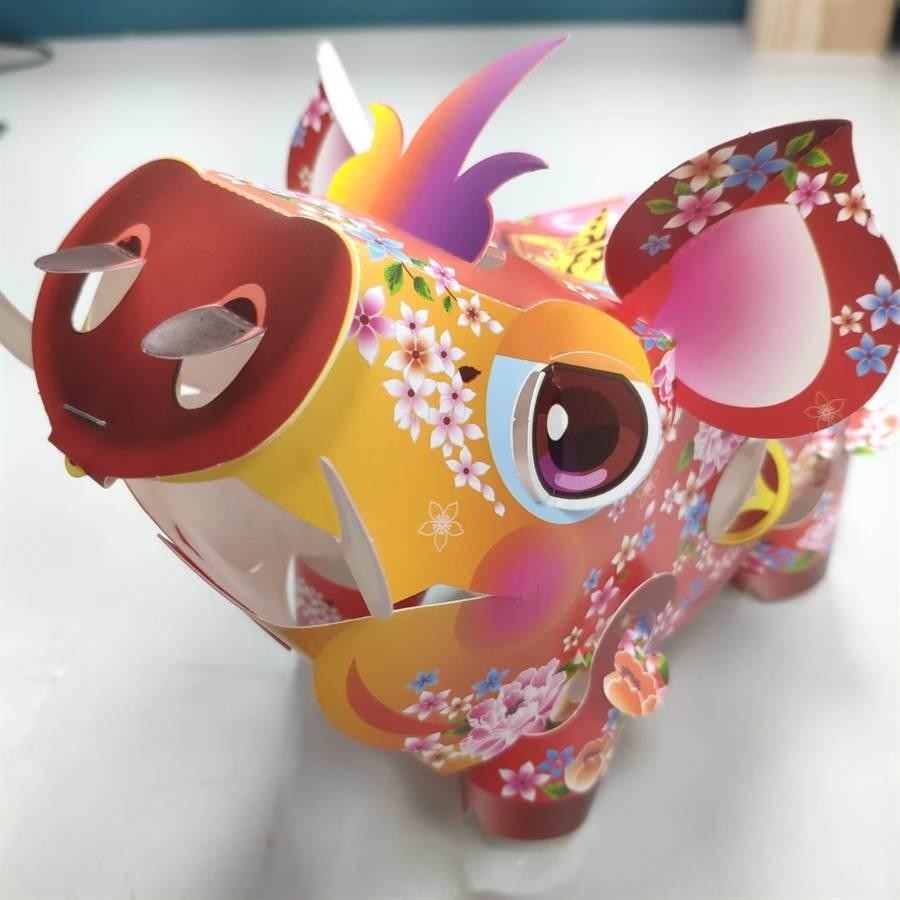 花蓮縣政府提供的山猪造型小提燈,現光寶氣、造型討喜。(范振和攝)