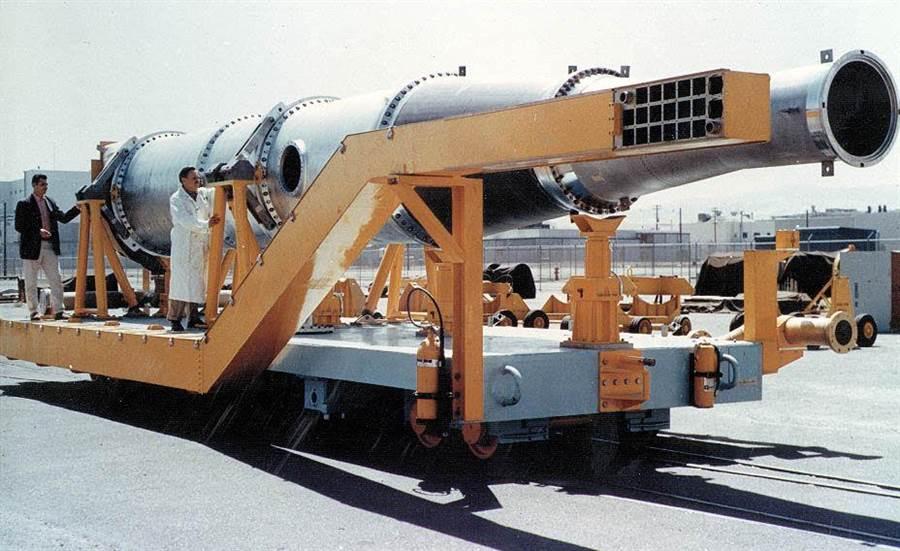 冥王星計畫的Tory II-C核動力衝壓引擎,直徑小了很多,長度也縮短了。(圖/globalsecurity)
