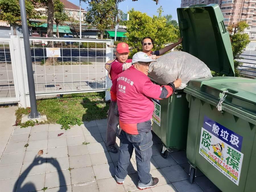 台中市環保局團隊提前規畫垃圾巡檢及清運人力,守護花博園區的環境品質。(盧金足翻攝)