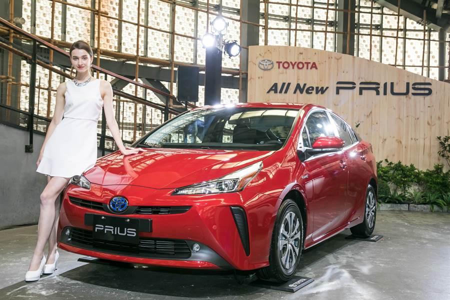 和泰汽車發表豐田油電車Prius新改款車型。圖/業者提供