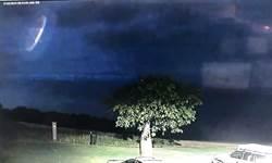 雷雨夜空神秘UFO突現身!澳警驚呼:我們不孤單