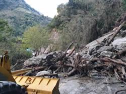 上星期才坍方 台8線中橫公路華祿溪橋又巨石崩落
