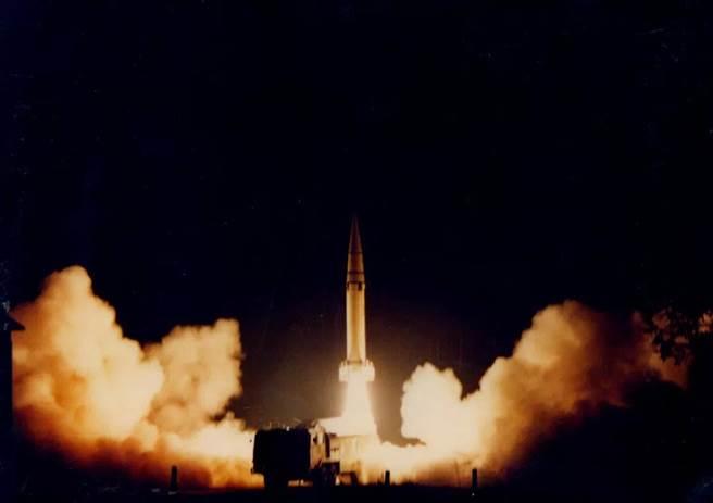 大陸東風15的發射照。(圖取自中國火箭軍微博)