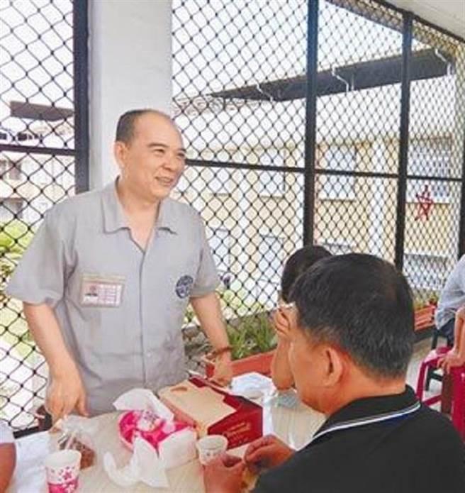 死囚陳文魁在台南看守所,大量閱讀書籍。(曹婷婷攝)