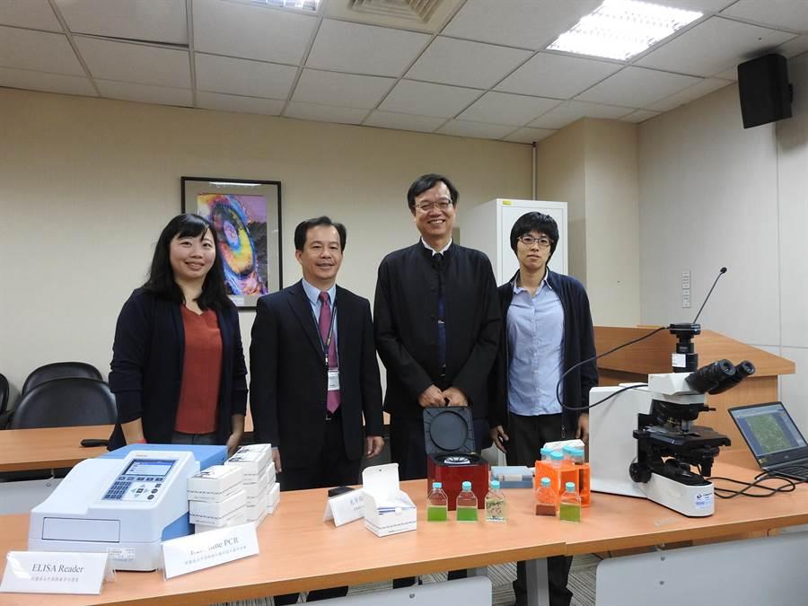 科技部工程司司長徐碩鴻(左2)與成功大學林財富教授(左3)與團隊合影。(科技部提供)