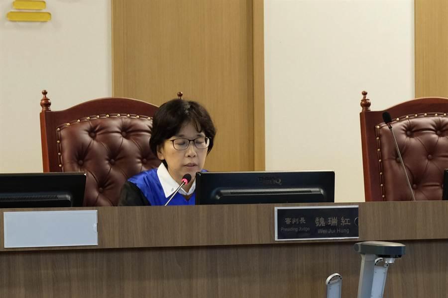 新竹地方法院國民參與刑事審判模擬法庭,審判長魏瑞紅對檢辯不同意見做裁示,定3月28、29日進入審理和評議。(羅浚濱攝)