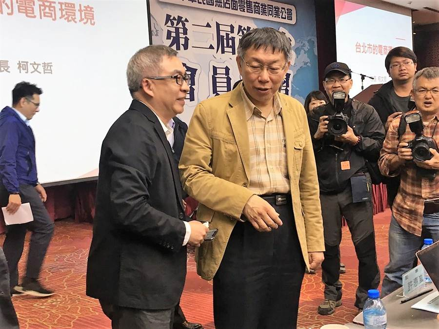 台北市長柯文哲20日出席無店面零售商業同業公會活動,面對2020總統民調落後,柯坦然以對。(吳堂靖攝)