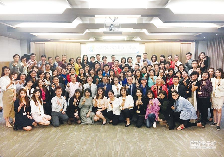康見精準健康管理集團在台灣醫美健康管理學會的輔導下,成立北、中、南基因健康管理師聯習會,每個月一次專題學習與專業分享。圖/業者提供