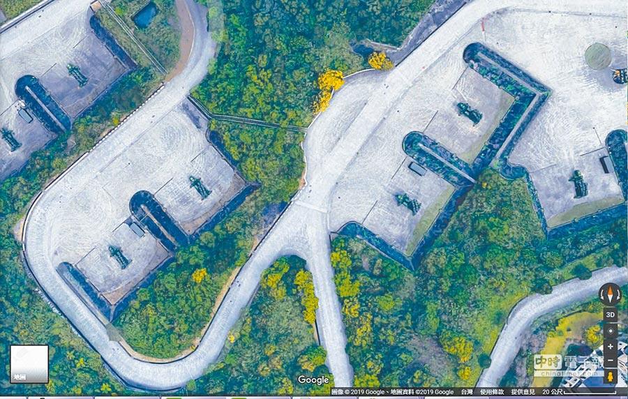 近日Google地圖3D影像讓新店愛國者飛彈陣地意外曝光。(截圖自Google地圖)