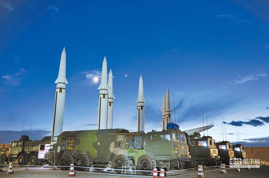 大陸專家認為,台灣當局若不改變台獨傾向,那防空系統無論搬到哪裡,恐怕都難逃東風快遞代收點的命運。圖為大陸火箭軍在訓練中。(中新社資料照片)