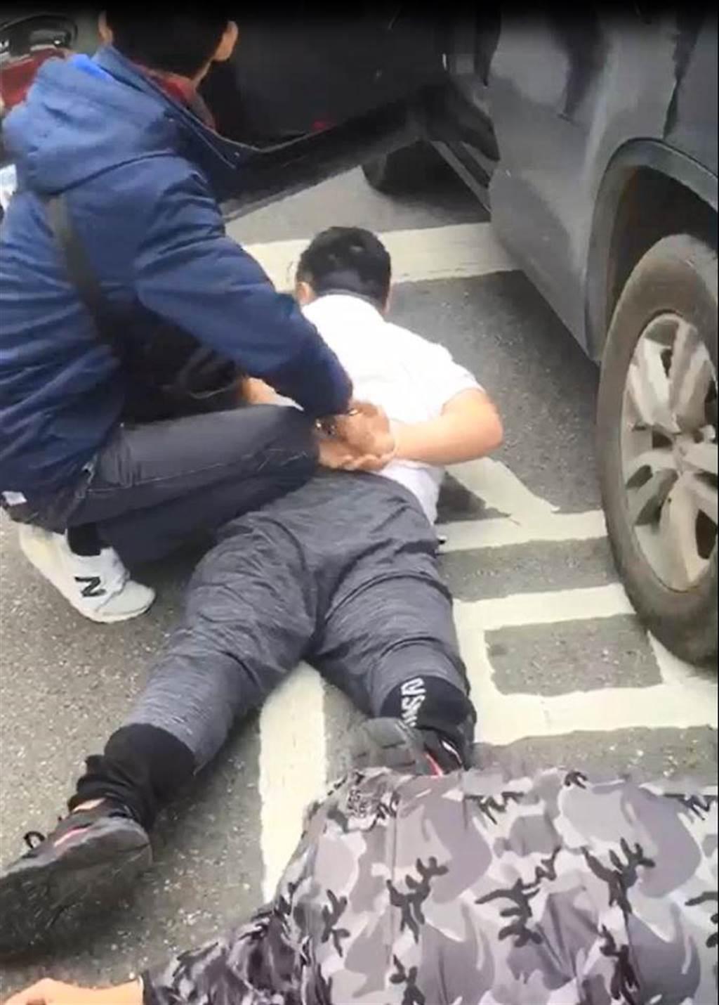 新北市警方追緝詐欺車手。(葉書宏翻攝,資料畫面)