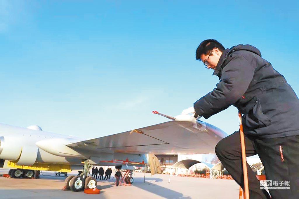西安飛機工業集團微信公眾號「智慧西飛」稱,「某型機」於1月底進行轉場交付,文中搭配的照片疑為「轟-6J」。(取自微信公眾號智慧西安)