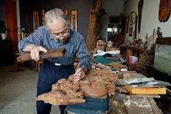花樣早浮現!人間國寶施鎮洋為木雕工藝保留珍貴紀錄