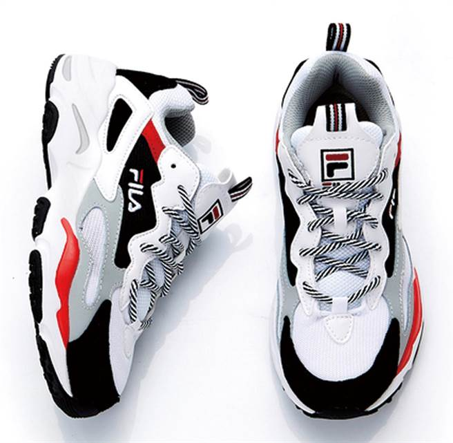 新光三越「老爹鞋」單品,FILA復古老爹鞋(限量)。(新光三越提供)