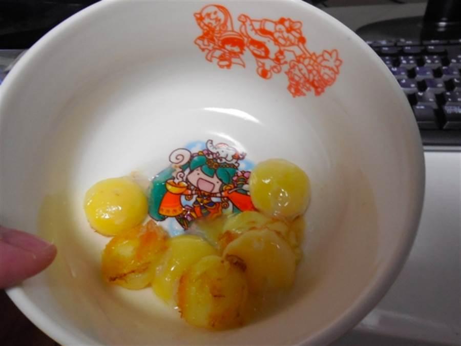 烏龜蛋屬於不凝固蛋白,儘管煎熟也不會凝固,而是呈現乳狀(圖翻攝自/推特/narupajin)