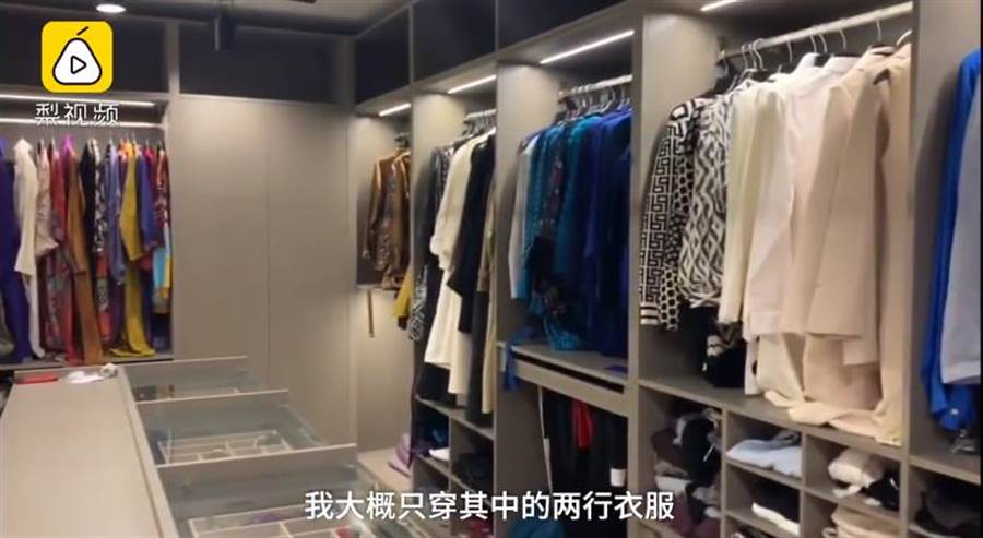 西林衣櫃非常大,甚至有1000多副耳環(圖翻攝自/梨視頻)
