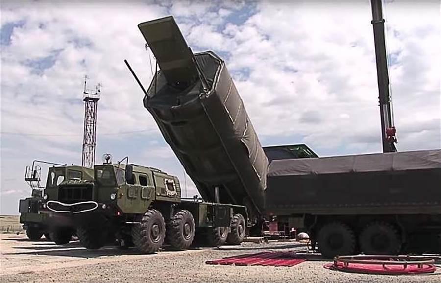 傳聞已久、首次有實體圖片出現的先鋒高超音速導彈,是普丁一再對外強調的超級武器,將於今年列裝部隊開始服役。(圖/塔斯社)