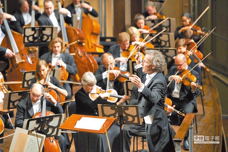 魏瑟-莫斯特將指揮克里夫蘭管弦樂團來台演出。(牛耳提供)