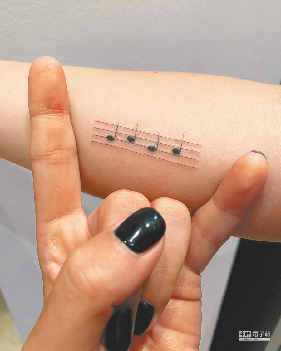 卡卡的新刺青引起諸多懷疑,但她在IG僅表示是自己名字。(取材自臉書)