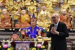 吳敦義訪雷藏寺被問總統初選  黨員、民調比例未鬆口