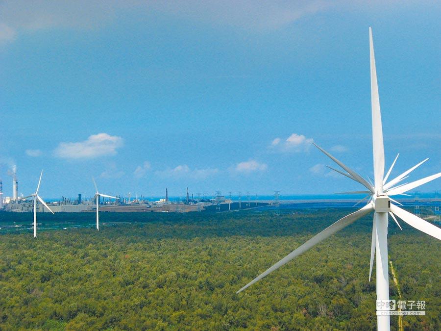 離岸風力發電太花錢,將導致台灣電價往上調漲。圖為雲林沿海將設離岸風力發電。(張朝欣攝)