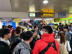 超狂!台北燈節嘉年華遊行 人潮擠爆西門站