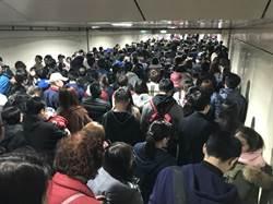 北市燈節西門站2出口「只進不出」遊客塞爆捷運站