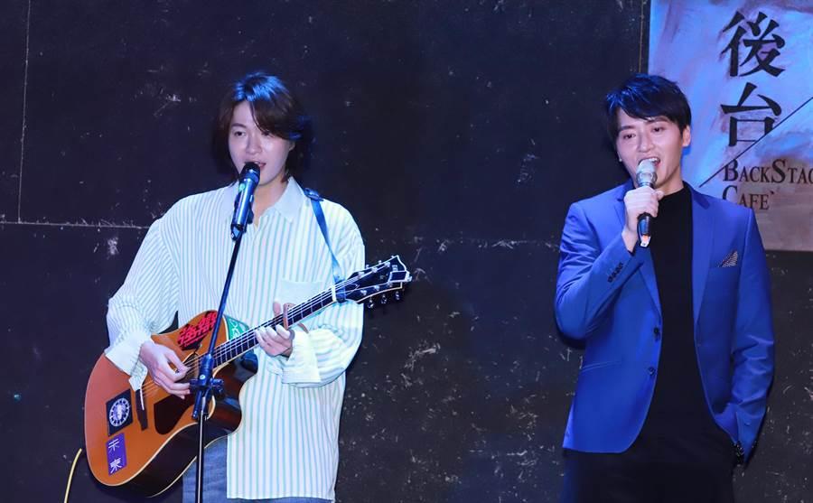 黃少谷、馬俊麟合唱《大時代》主題曲〈咱的故事〉。(民視)