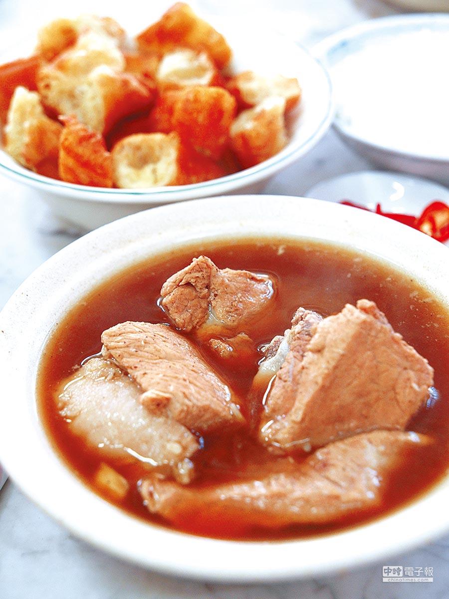 肉骨茶可說是馬來西亞華人小吃的代表。(陳靜宜提供)