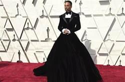 爭奇鬥艷非女星專利 男星穿晚禮服踩場奧斯卡「紅毯最美」