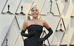 奧斯卡紅毯》女神卡卡有備而來 佩戴赫本的黃鑽項鍊走紅毯