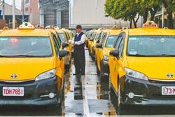Uber司機凱道陳抗停駛6小時 小黃動員停休搶客