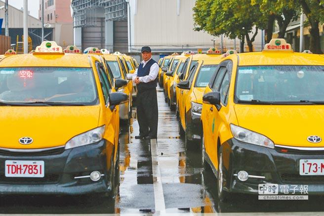 Uber凱道陳抗停駛6小時 小黃動員停休搶客
