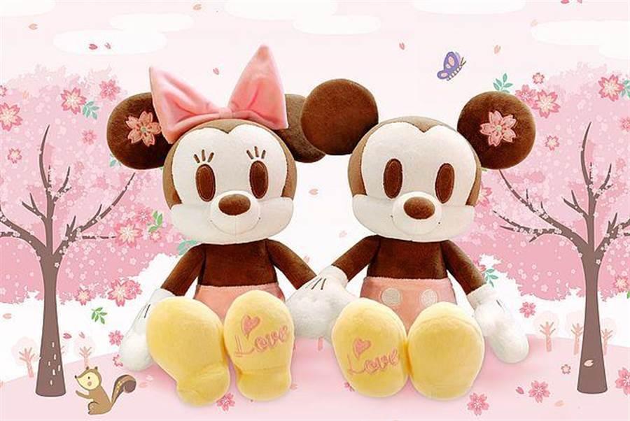 櫻花季限定版米奇米妮絨毛玩偶。(台灣華特迪士尼提供)