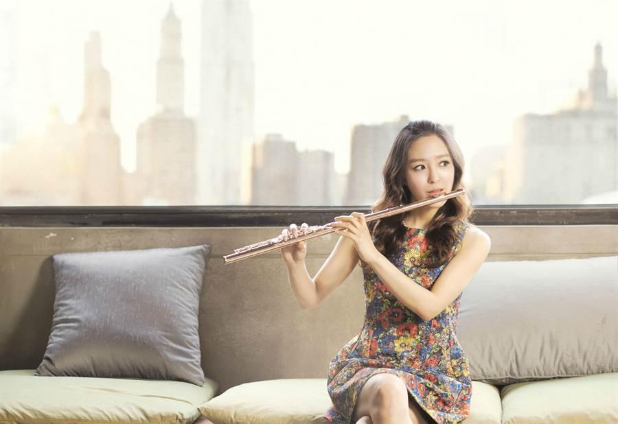 崔娜卿出生首爾音樂世家,現在全球演出超過百場,笛藝逼人。(灣聲樂團提供)