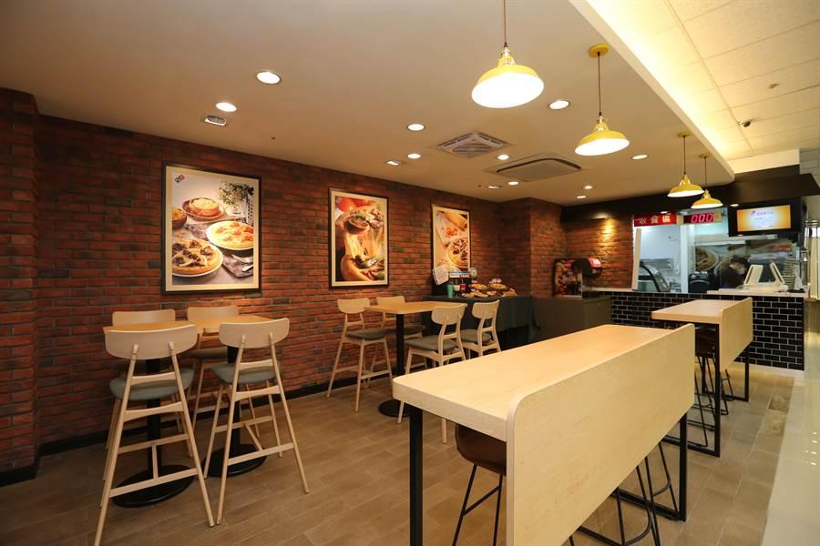 達美樂西手統一超商 開設店中店 並規劃有時尚用餐區。(圖/達美樂)
