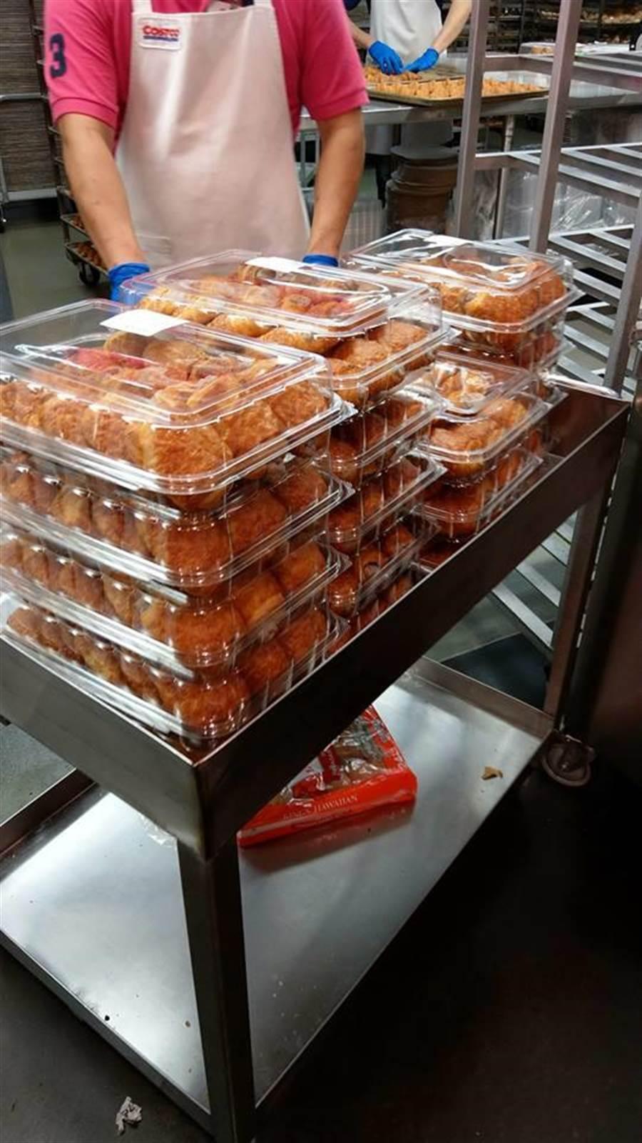 排了35分鐘才知道是賣芋頭酥。(翻攝自Costco好市多 商品經驗老實說)