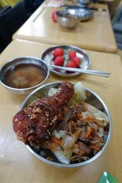 雲林縣營養午餐加菜台塑埋單 張麗善、王文淵共進營養午餐
