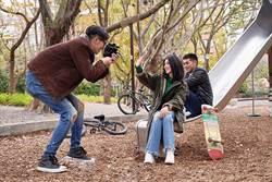 中文歌迷翻老外  白安 紐約獻聲街友打賞