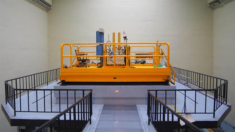 清华大学为全国唯一拥有核能相关系所的大学,校内设有一座原子炉为核能研究指标学术研究设备。(李侑珊摄)
